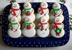 Ecco a voi la ricetta golosa per fare dei biscotti di Natale a forma di pupazzi di neve, biscottini sfiziosi e perfetti anche da regalare ad amici e parenti.