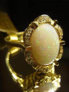 - Eleganter Damenring - Gelbgold 585 - Vollopal - Brillanten  zusammen 0,18 ct Qualität W Reinheit SI - Ringweite 57 - Ringkopf ca. 19,65mm * 14,60mm - Ringschiene 2,37mm