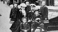 Nicolás II y familia.