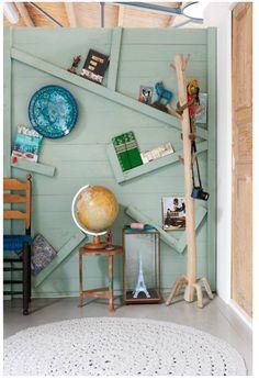 Van: http://www.vtwonen.nl/stylingtools/instant-styling/op-de-planken    Natuurlijk, we zetten er boeken op, maar ook onze mooiste spullen verdienen een goed zichtbare plek. Hier 5 snelle stylingideeën met de boekenplank: van creatief stapelen en strooien tot…schots en scheef!    Productie en styling: Frans Uyterlinde  Fotografie: Jansje Klazinga