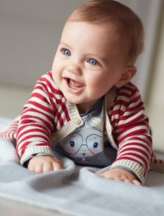 Vestidos, camisetas, macacões e muitas outras doçuras: aqueça o seu bebê com a nova coleção Bebê Outono Inverno 2014 da United Colors of Benetton.