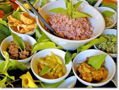 Sri Lanka Cuisine - Rice and Curry Sri Lankan Curry, Le Sri Lanka, Sri Lankan Recipes, Curry Rice, National Dish, Vegetable Curry, Exotic Food, Spicy Sauce, Asian Cooking