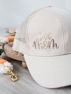 DIY adorable Dog Mom hat using your Cricut! Silly Hats, Mom Hats, Cricut Vinyl, Vinyl Art, Mom Hairstyles, Diy Hat, Cool T Shirts, Women's Shirts, Personalized T Shirts