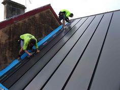 Prototipo de instalación BIPVT en una pequeña casa de Australia. Placas de acero con láminas fotovoltaicas, y sistema que aprovecha el calor para calefacción.  #Energiasrenovables