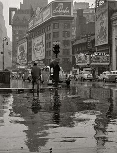Times Square on a rainy day ~1942.