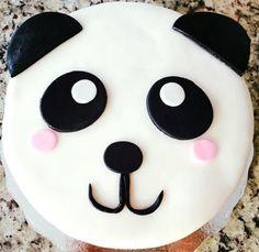 gorgeous panda cake Cute Cakes, Yummy Cakes, Smarties Cake, Panda Birthday Cake, Panda Kawaii, Bolo Panda, Panda Cupcakes, Panda Party, Cake Decorating Videos