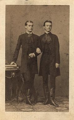 vintage everyday: LGBT Couples – Adorable Vintage Photos of Gay Lovers in the Victorian Era Lgbt Couples, Cute Gay Couples, Lgbt History, Dorian Gray, Vintage Photographs, Historical Photos, Victorian Era, Alter, Old Photos