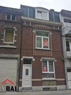 Maison à vendre à Liège - 100m² - 110 000 € Maison d'habitation à raffraichir située à Liège, à 5 minutes du centre et à 2 minutes de Jupille. Composition: Sous-sol: 4 caves dont une chaufferie. Rez de chaussée: Hall d'entrée (10m²)...