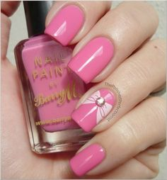 Intense pink color with a delicate bow on the ring finger nail is perfectly combined with different summer clothes. This design is suitable for nails of an