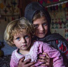 Girls (Fars) (Jomhuuri-ye Iiraan, Faaris, Chahaar-Mahaal-o Bakhtiyaarii) (Photograph; `Imaad Quubaadii (Photographer)) #RepublicofIiraan