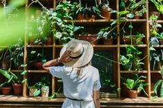 A lifestyle blog by Geneva Vanderzeil, dedicated to a life lived creatively. Sharing fashion and interior tutorials as well as travel guides and blogging advice | DIY, Creativity and Travel Blog