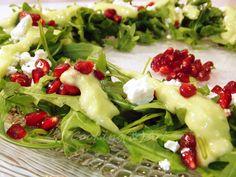 Christmas Wreath Salad with Arugula & Avocado Dressing/Cooking(&)Art Avocado Dressing, Salad Dressing, Salad Bar, Arugula, Seaweed Salad, Avocado Toast, Healthy Snacks, Cabbage, Food And Drink