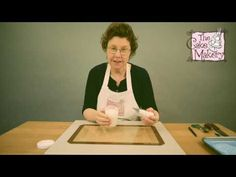 The Cake Makery - How to make your own Cake Lace/Sugar Lace Sugar Veil, Sugar Lace, Cake Decorating Tips, Cookie Decorating, Christmas Wedding Cakes, Fondant Icing, Frosting, Edible Lace, How To Make Icing