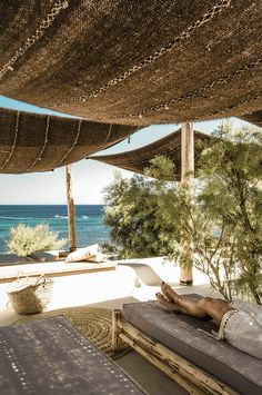 Have you seen these photos of a luxurious Mykonos Beach Club? Located nearby San Giorgio Mykonos Hotel, Scorpios is a sophisticated new social club. Outdoor Spaces, Outdoor Living, Outdoor Decor, Outdoor Lounge, Outdoor Travel, Outdoor Furniture, Beach Shack, Beach Bars, Porches
