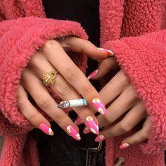 How to choose your fake nails? - My Nails Aycrlic Nails, Dope Nails, Hair And Nails, Nail Design Stiletto, Nail Design Glitter, Milky Nails, Best Acrylic Nails, Nail Art, Pin On