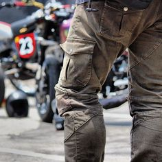 Ride in comfort and style with UglyBROS Motorpool Khaki jeans featuring CE approved removable hip and knee protection and cargo style storage pockets. Slim cut design with stretch denim for ultimate wear-all-day comfort.