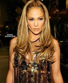 Of course Jennifer Lopez made the cut for the top 18 diva hairstyles of all time. Hair Day, New Hair, Night Hair, Jennifer Lopez, Peinado Updo, Wedding Hairstyles, Cool Hairstyles, Great Hair, Celebrity Hairstyles