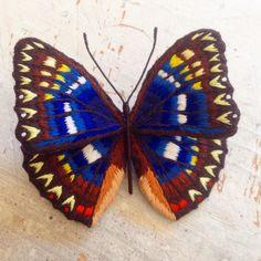 フェルト刺繍のオオムラサキです。  #刺繍 #刺繍小物 #刺繍ブローチ #刺繍アクセサリー #刺しゅう #ししゅう #立体刺繍 #蝶 #蝶々 #ちょうちょ #ちょう #ちょうちょう #3dembroidery #embroidery #embroideryart #butterfly#embroiderybrooch #embroideryaccessories #スタンプワーク #stumpwork #raisedwork #pienisieni