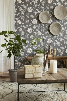 BorasTapeter Wallpapers is Sweden's oldest and by far best-known and best-selling brand of wall coverings. Classic Wallpaper, Old Wallpaper, Print Wallpaper, Wallpaper Ideas, Sweden House, Inspirational Wallpapers, Tallit, Home Trends, Modern Country