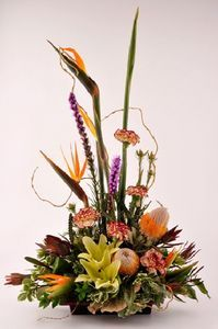 How to Prepare a Floral Foam Oasis For Fresh Flower Arrangements thumbnail