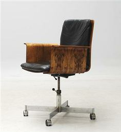 Jørgen Rasmussen; Plywood, Chromed Metal and Leather Desk Chair, 1960s.