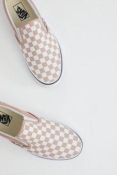Check out looks & clothing to view what you should wear by using Slip-on Sneakers. slip on sneakers outfit work Sneakers Vans, Moda Sneakers, Slip On Sneakers, Slip On Shoes, Sneakers Fashion, Janoski Nike, Vans Shoes Women, Vans Men, Cute Vans