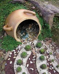 For all nature lovers, here you have 15 imposing DIY garden decorations for creating original garden space.