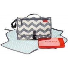 Chevron Pronto Changing Station by Skip Hop Ultimate on the go diaper changer. The Pronto is a diaper clutch with zip off changing pad. Baby Changing Station, Diaper Changing Pad, Changing Mat, Diaper Clutch, Diaper Bags, Baby Bags, Wipes Case, Baby Head, Kind Mode