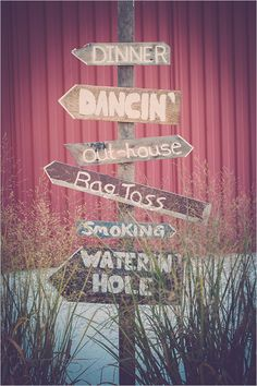 rustic wedding directions sign @weddingchicks