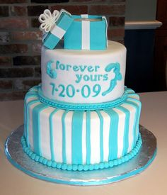 engagement cake - maybe in a different color! Engagement Cakes, Wedding Engagement, Cupcake Cakes, Cupcakes, Tiffany Box, Box Cake, Cake Designs, Cake Ideas, Different Colors