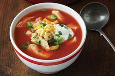 Un clásico mexicano: la sopa de tortilla, calienta el corazón y el alma de chicos y grandes. Con la combinación de dos tipos de queso queda deliciosa.