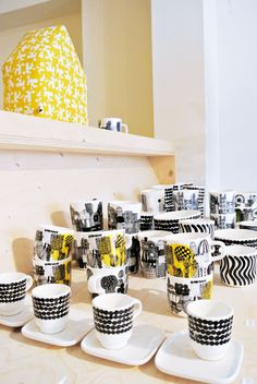 Today my sweet mother took me to the Tas-ka shop in The Hague to pick out a present, how sweet is that! Tas-ka is one of my favorite brand. Interior Stylist, Interior Design, Mid Century Modern Kitchen, Idee Diy, Scandi Style, Marimekko, Mellow Yellow, Finland, Home Kitchens