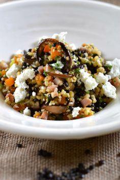 Σαλάτα από φακές, με πλιγούρι, μανιτάρια και κατσικίσιο τυρί