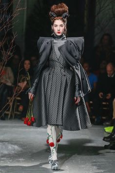 The complete Thom Browne Fall 2013 Ready-to-Wear fashion show now on Vogue Runway.