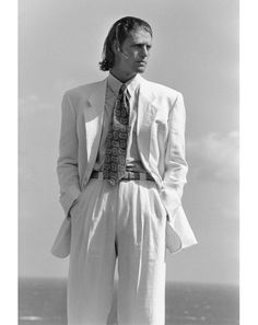 Style Evolution: The Armani Suit Photos 80s Fashion Men, 90s Fashion Grunge, Mens Fashion Suits, Mens Suits, 90s Grunge, Latex Fashion, Fashion Vintage, Runway Fashion, Fashion Outfits