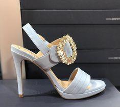 """54b0af6c0 Calzados Calenda on Instagram: """"Última publicación del año !!! 💗 como es  de bonita esta sandalia? El broche joya es una pasada ... modelo AMALFI!"""