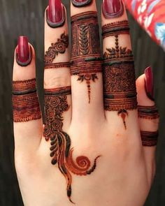 Discovered by دلکش. Find images and videos about henna and mehndi on We Heart It - the app to get lost in what you love. Mehndi Designs Book, Latest Arabic Mehndi Designs, Back Hand Mehndi Designs, Finger Henna Designs, Mehndi Designs For Girls, Mehndi Designs For Beginners, Mehndi Designs 2018, Modern Mehndi Designs, Dulhan Mehndi Designs