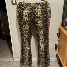 Denim and Company leopard print jeans Cotton spandex blend leopard print 5 pocket jeans. Jeans have fly front and elastic waist with belt loops. Inseam 30.5 inches. Brand new with tags and never worn. Denim and Company Pants Boot Cut & Flare