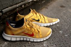 Nike Free Powerlines gold