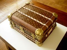 Bolo Baú Louis Vuitton (Louis Vuitton Trunk Cake) by Carla Ikeda - DENTRO DO FORNO - BOLOS DECORADOS - , via Flickr