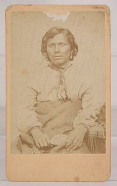 1870s-NATIVE-AMERICAN-WINNEBAGO-INDIAN-HANDCUFFED-MURDERER-CDV-PHOTO-A-C-HULL