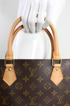 c52335687a51 Fake Louis Vuitton Bags  How to Spot a Real One  Louisvuittonhandbags Louis  Vuitton Handväskor