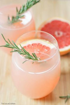 Grapefruit and Rosemary Mocktail - a refreshing non-alcoholic drink made with fresh grapefruit juice and a rosemary simple syrup