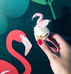 Sweet greetings from the Berlin Fashion Week  #flamingo #pink #mymuesli #cupcake #sweet #blogger_de #fashionblogger #yummy #sweet #pink #mbfw2016 #berlin #sideevent #fun @mymuesli #nailpolish #rednails #storeopening