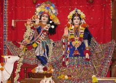 Daily Darshan of July 04 2012, ISKCON Pune.  Sri Sri Radha Kunjabihari...