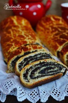 Gabriella kalandjai a konyhában :): Bejgli Poppy Cake, Hungarian Recipes, Baking And Pastry, Strudel, Christmas Desserts, No Bake Cake, Hot Dog Buns, My Recipes, Cupcake Cakes