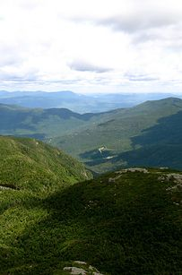 Awesome Wellness Retreats //Get in touch with your inner awareness by joining one of the many hikes around the Green Mountains in Vermont. New Life Hiking Spa Best Places To Camp, Places To Go, Camping World Locations, New England States, Camping Spots, Camping Places, Mountain States, Beautiful Places In The World, Beautiful Scenery