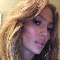 "930.9k Likes, 9,719 Comments - Jennifer Lopez (@jlo) on Instagram: ""Whaaaa...yes I see you... #closeup #selfietime"""