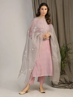Best Trendy Outfits Part 38 Simple Pakistani Dresses, Indian Gowns Dresses, Pakistani Dress Design, Pakistani Dresses Party, Pakistani Dresses Online, Pakistani Outfits, Stylish Dress Designs, Stylish Dresses, Simple Dresses
