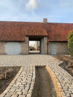 Cobbled Driveway, Diy Shutters, Driveway Landscaping, Pavement, Future House, Countryside, New Homes, Garage, Farmhouse